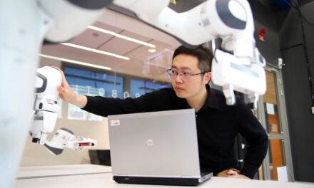 Teknik från Örebro universitet ska hjälpa autonoma robotar jobba på distans med utmanande uppgifter.