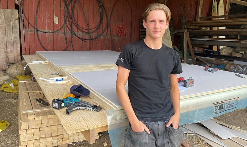 Lukas Johansson och hans husfabrik